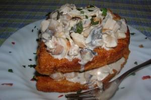 Frigănele cu salată de pui şi ciuperci