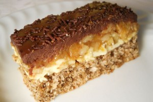 Prăjitură cu nucă şi caramel