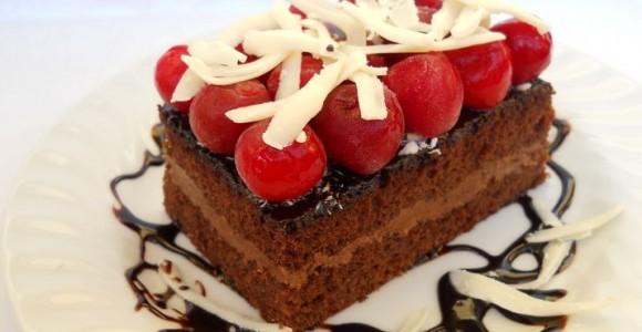 Prăjitură cu ciocolată şi vişine