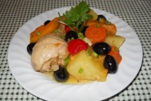 Pulpe de pui cu legume la cuptor (Nigella Lawson)