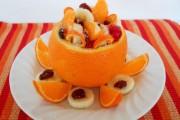 Salată de fructe în coajă de portocală