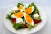 Salată cu ou şi brânză dulce