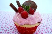 cupcakes cu spuma de zmeura 3