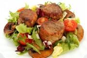 medalioane de porc cu ciuperci si salata 1 1