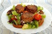 medalioane de porc cu ciuperci si salata 2 2