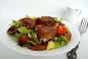 medalioane de porc cu ciuperci si salata 4 4