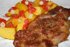 Ceafă la cuptor cu cartofi şi usturoi