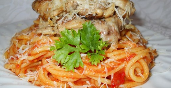 Pulpe cu caşcaval pe pat de spaghete