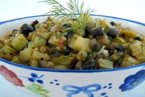 Mâncare de dovlecei cu ciuperci, usturoi şi mărar