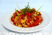 Salată de roşii cu omletă